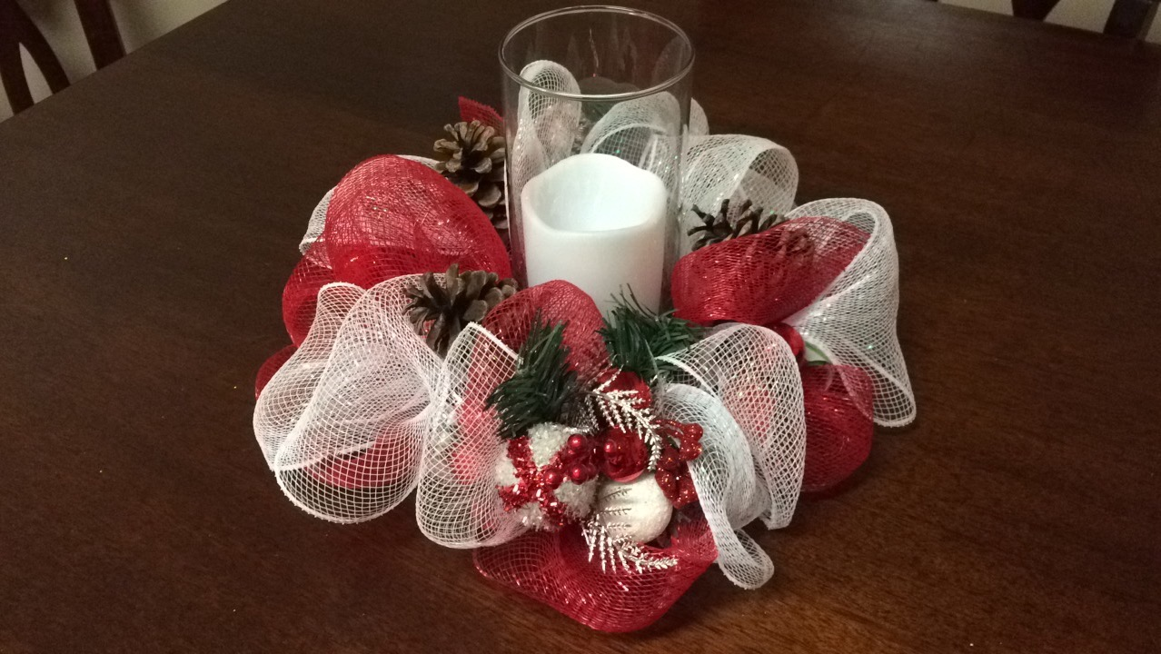 [DIY – Deco Mesh Christmas Centerpiece]
