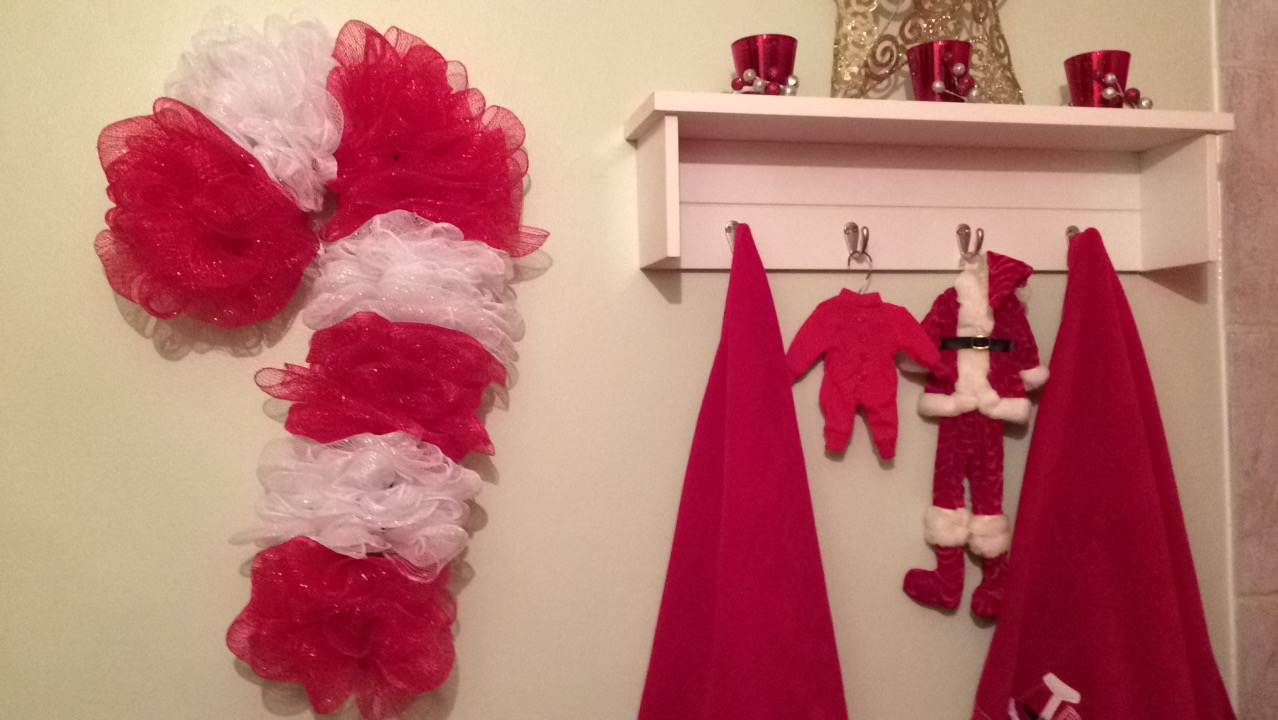 DIY - Dollar Tree Candy Cane Wreath